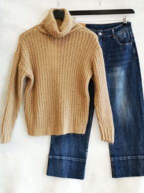 dzinsai ir megztinis