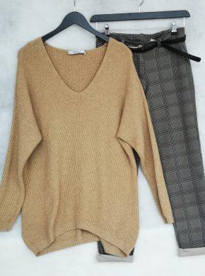 kelnės ir moteriškas megztinis