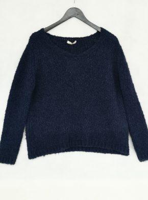 mėlynas megztinis
