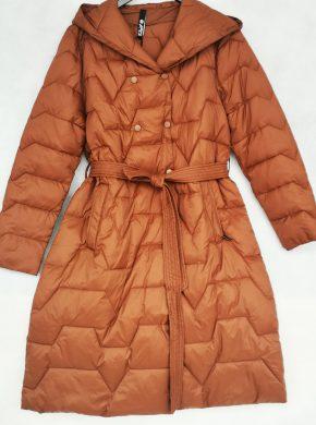 Ryškus moteriškas paltas-striukė