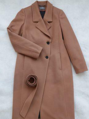 Stilingas rudas paltas